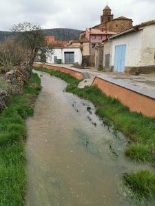 2.- El arroyo Manzano hacia la salida del pueblo.